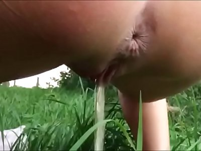 Piss Video Peeing outdoor Loop *** I Pee Live on Girls4cock.com